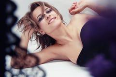 uzupełniająca mody piękna nadzwyczajna dziewczyna Zdjęcia Stock