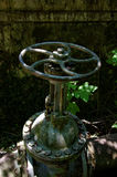Válvula abandonada del agua Fotos de archivo libres de regalías