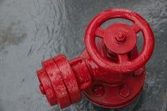 Válvula cerrada - abra los rojos son grande fotografía de archivo
