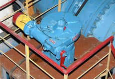 Válvula cortada automática na energia hidráulica velha Fotografia de Stock