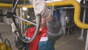 A válvula das voltas do trabalhador dá o comando entre o equipamento filme