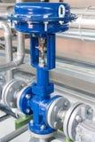 Válvula de control neumático en un sistema de calefacción de vapor fotos de archivo libres de regalías