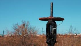 Válvula de desligamento do encanamento Petróleo e indústria do gás Estação para processar, armazenar e transportar o gás e o óleo vídeos de arquivo