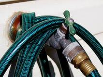 Válvula del agua del patio trasero Imagenes de archivo