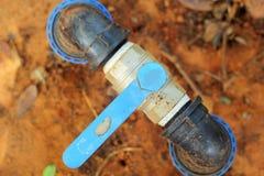 Válvula del agua en la tierra Imagenes de archivo