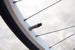 Válvula del neumático de la bicicleta Imágenes de archivo libres de regalías