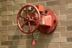 Válvula do cano principal do sistema de extinção de incêndios Foto de Stock