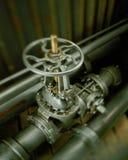 Válvula industrial usada al flujo de control de líquidos o de gases fotografía de archivo