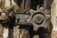 Válvula metálica aherrumbrada Imagenes de archivo