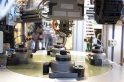 Válvula pneumática e calibre de pressão bondes, engenharia da automatização Fotografia de Stock