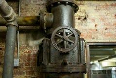 Válvula velha com tubulações Foto de Stock Royalty Free
