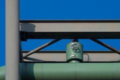 Válvula verde de la tubería del calor Foto de archivo libre de regalías