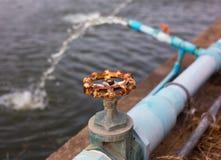 Válvula vieja del agua Imagen de archivo
