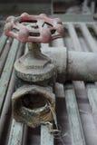 Válvula vieja del agua Foto de archivo
