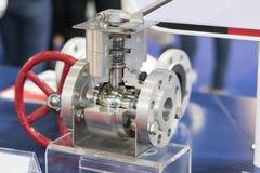 Válvula y tubo para fabricar para el grado industrial pesado Imagen de archivo libre de regalías