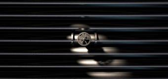 Válvula y tubos de cierre del metal Imágenes de archivo libres de regalías