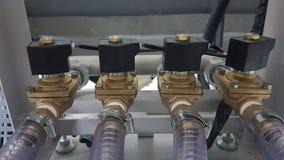 Válvulas de aire automáticas para el sistema de control de aire en las fábricas industriales fotografía de archivo libre de regalías