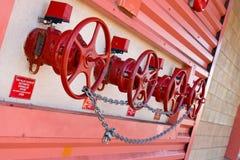 Válvulas do sistema de extinção de incêndios Fotografia de Stock