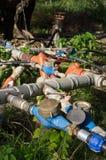Válvulas hidráulicas na plantação verde-oliva, Grécia fotos de stock royalty free