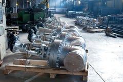 Válvulas industriais prontas para a expedição Foto de Stock