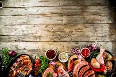 Vária carne crua pronta para a grade e o BBQ imagens de stock royalty free