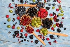 Várias bagas frescas do verão Vista superior Bagas da sobremesa do alimento da cor do fruto da mistura das bagas Antioxidantes, d Fotos de Stock Royalty Free