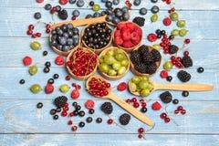 Várias bagas frescas do verão Vista superior Bagas da sobremesa do alimento da cor do fruto da mistura das bagas Antioxidantes, d Fotos de Stock