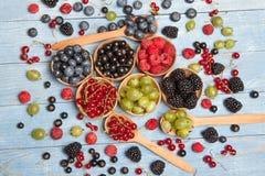 Várias bagas frescas do verão Vista superior Bagas da sobremesa do alimento da cor do fruto da mistura das bagas Antioxidantes, d Imagem de Stock