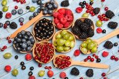 Várias bagas frescas do verão Vista superior Bagas da sobremesa do alimento da cor do fruto da mistura das bagas Antioxidantes, d Imagens de Stock