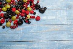 Várias bagas frescas do verão Vista superior Bagas da sobremesa do alimento da cor do fruto da mistura das bagas Antioxidantes, d Foto de Stock
