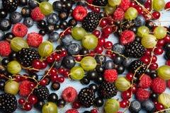 Várias bagas frescas do verão Vista superior Bagas da sobremesa do alimento da cor do fruto da mistura das bagas Antioxidantes, d Fotografia de Stock