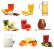 Várias bebidas e amostras dos copos Foto de Stock