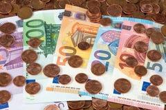 Várias cédulas do Euro com centavos de Euro Fotos de Stock Royalty Free