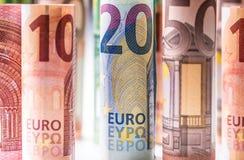 Várias centenas euro- cédulas empilhadas pelo valor Cédulas do Euro de Rolls Dinheiro da moeda do Euro Fotos de Stock