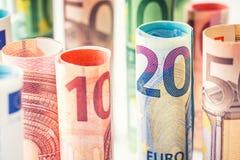 Várias centenas euro- cédulas empilhadas pelo valor Cédulas do Euro de Rolls Dinheiro da moeda do Euro Imagens de Stock Royalty Free