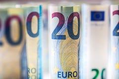 Várias centenas euro- cédulas empilhadas pelo valor Cédulas do Euro de Rolls Dinheiro da moeda do Euro Fotografia de Stock Royalty Free