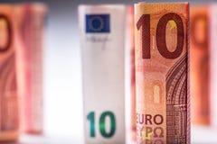 Várias centenas euro- cédulas empilhadas pelo valor Cédulas do Euro de Rolls Dinheiro da moeda do Euro Fotografia de Stock