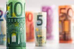Várias centenas euro- cédulas empilhadas pelo valor Conceito do dinheiro do Euro Cédulas do Euro de Rolls Euro- moeda Fotografia de Stock Royalty Free
