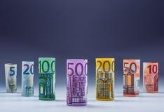 Várias centenas euro- cédulas empilhadas pelo valor Conceito do dinheiro do Euro Cédulas do Euro de Rolls Euro- moeda Imagem de Stock
