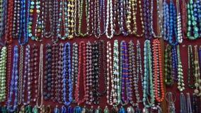 Várias coleções indianas bonitas da joia no mercado, Índia video estoque
