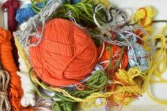 Várias cores dos fios das lãs imagem de stock royalty free