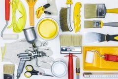 Várias ferramentas da pintura para a renovação da casa na mesa de madeira branca Fotografia de Stock Royalty Free