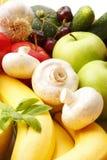 Várias frutas e legumes coloridas Foto de Stock
