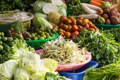 Várias frutas e legumes no mercado em Vietname Imagens de Stock