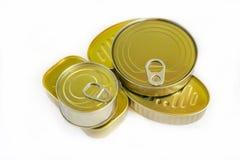 Várias latas de peixes fechados enlatados imagens de stock