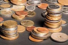 Várias moedas europeias imagens de stock