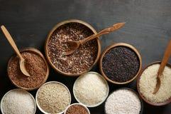 Vário arroz em umas bacias Foto de Stock