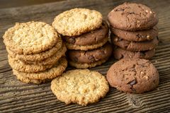 Vários biscoitos saborosos das cookies foto de stock royalty free