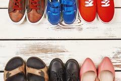 Vários calçados no contexto de madeira fotografia de stock royalty free