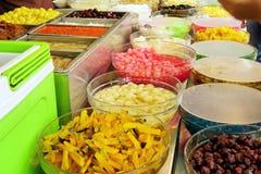 Vários doces que cobrem para a sobremesa barbeada do gelo Imagem de Stock